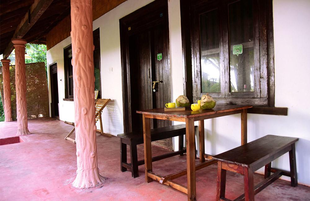 Traditional-Kerala-Vasthu-Village-Home-Entrance-k