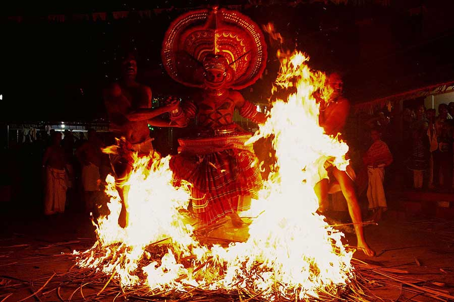 theyyam-north-malabar-traditional-ritual-art-thottada-beach-house