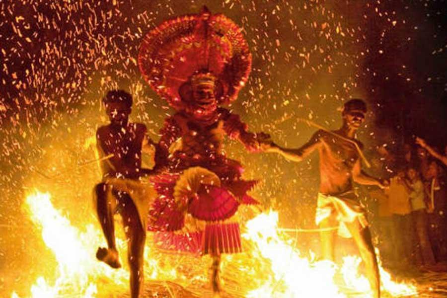 theyyam-traditional-art-north-kerala-thottada-beach-house-3