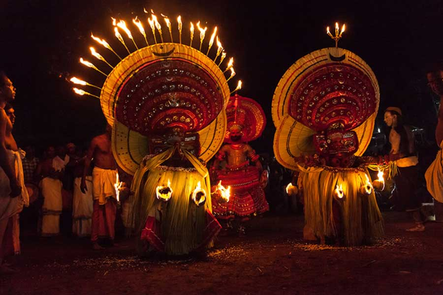theyyam-traditional-art-north-kerala-thottada-beach-house-4