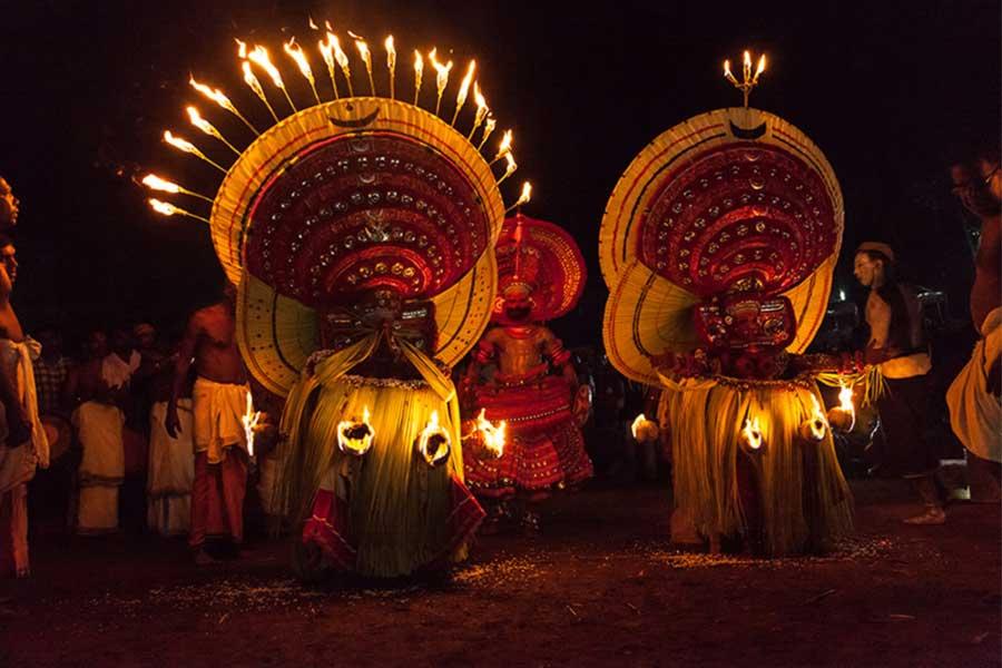 theyyam-traditional-art-north-kerala-thottada-beach-house